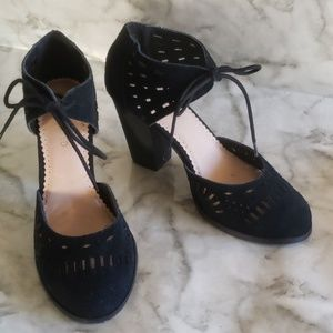 Restricted black lace heels 9